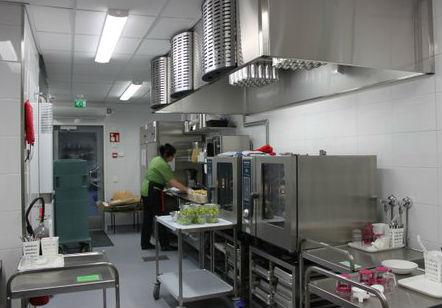 Pellervon keittiössä_työntouhussa