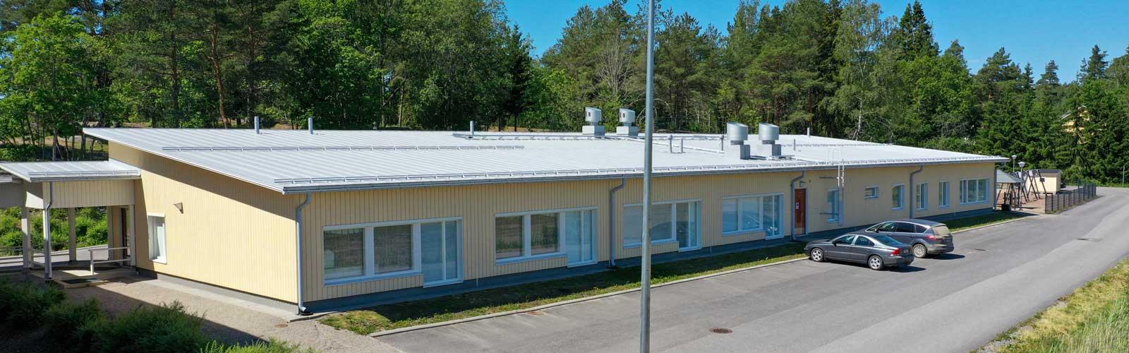 Sauvon koulukeskuksen laajennusosa moduulirakennus moduulikoulu koulurakentaminen..