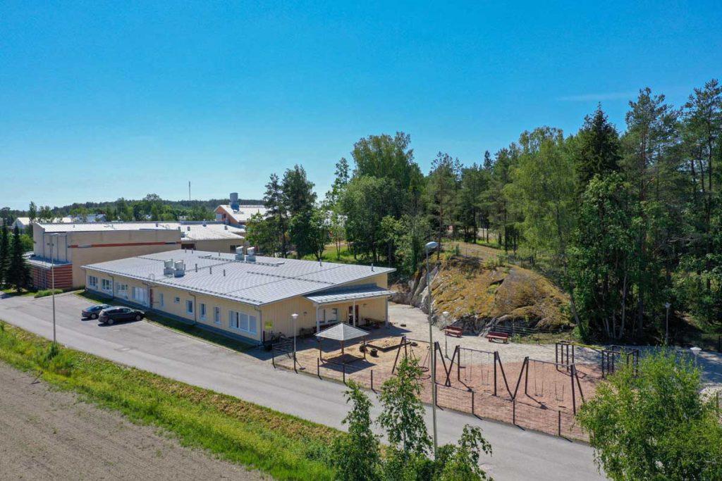 Sauvon koulukeskuksen laajennusosa moduulirakennus moduulikoulu koulurakentaminen.