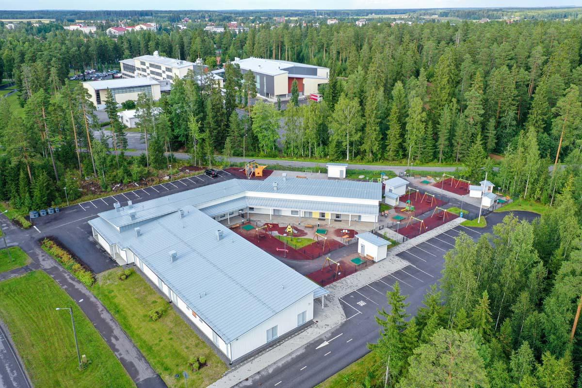 Loimaan Puistometsän moduulipäiväkoti ilmakuva päiväkotirakentaminen moduulirakennus julkinenrakentaminen.