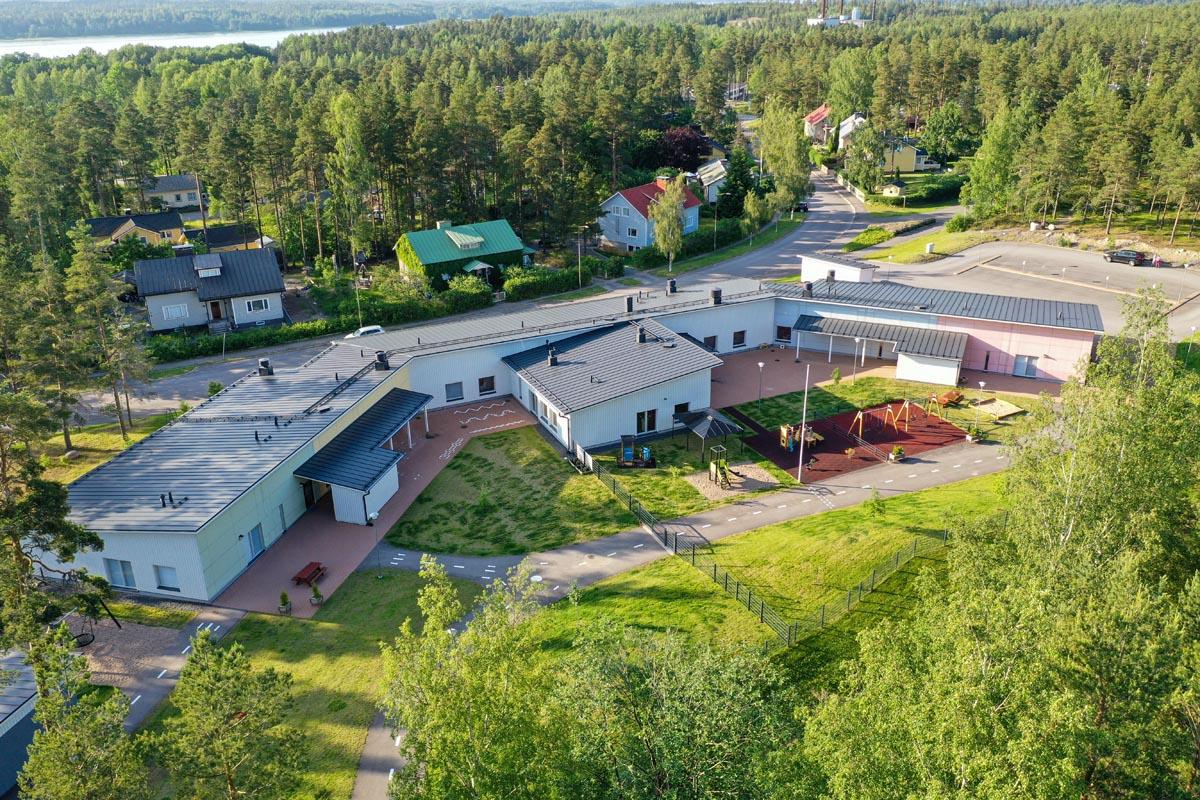 Tammisaaren Skogsgläntanin moduulipäiväkoti ilmakuva päiväkotirakentaminen moduulirakentaminen.