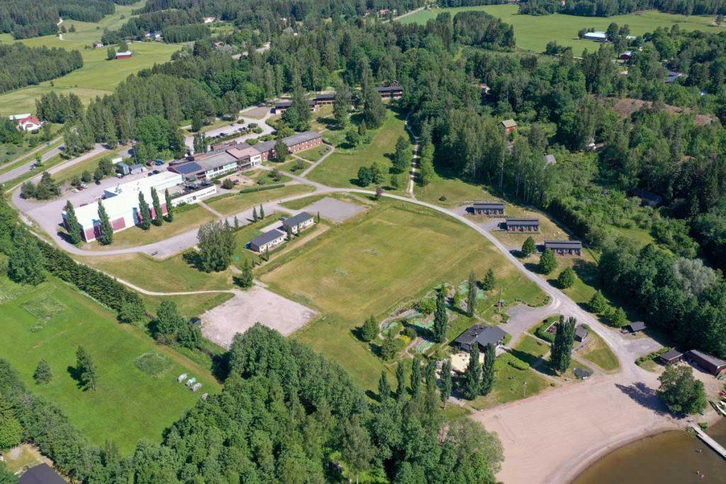 Ilmakuva Lohja Spa&Resortin majoitusrakennuksista moduulirakennus aluerakentaminen.