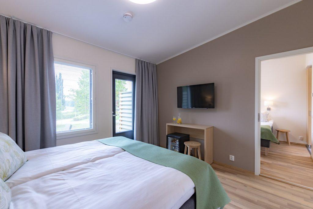 Hotellin majoitustilat perhehuone majoitusrakennus aluerakentaminen toimitilarakentaminen.