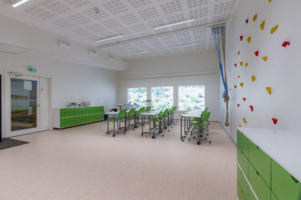 Moduulikoulun monikäyttötila kiipeilyseinä siirtokelpoinen yhdistetty liikuntasali opetustila (3)