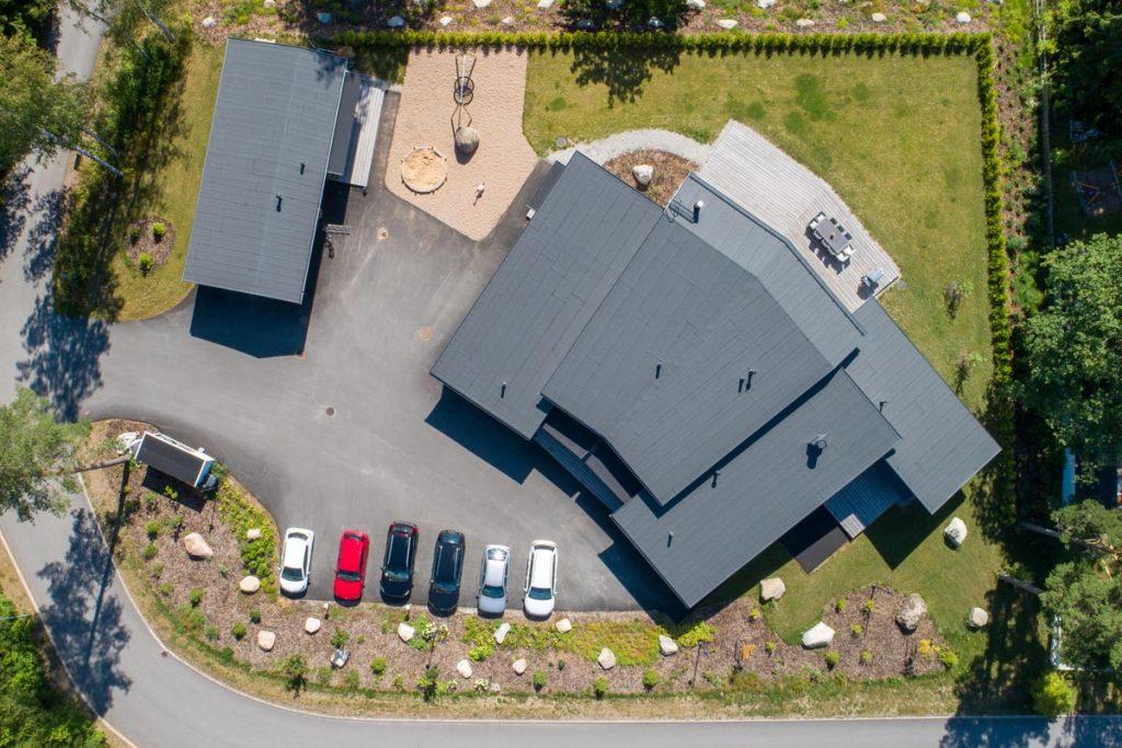 joutsenmerkitty pienryhmäkoti ylhäältä yrityksen toimitilat hoivarakentaminen toimitilarakentaminen.