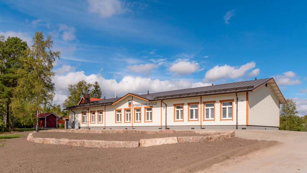 Eurajoen Sydänmaan koulun julkisivu moduulikoulu koulurakentaminen puukoulu.