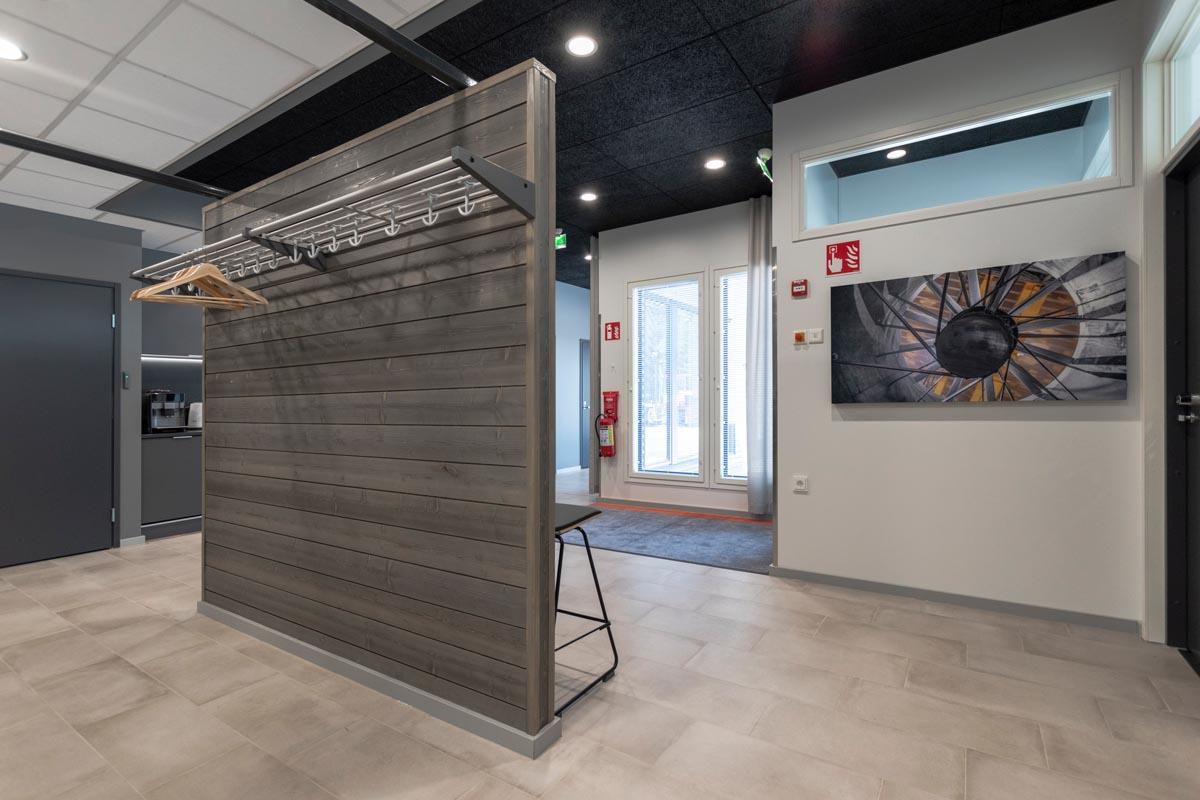 yrityksen-toimitilat-toimistorakennus-aula-2