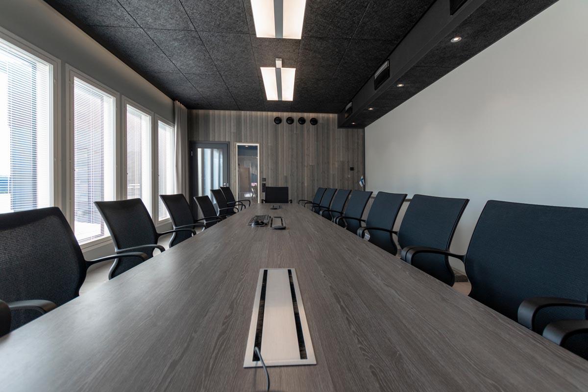 yrityksen-toimitilat-toimistorakennus-kokoushuone