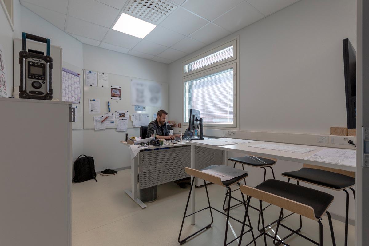 yrityksen-toimitilat-toimistorakennus-toimistohuone