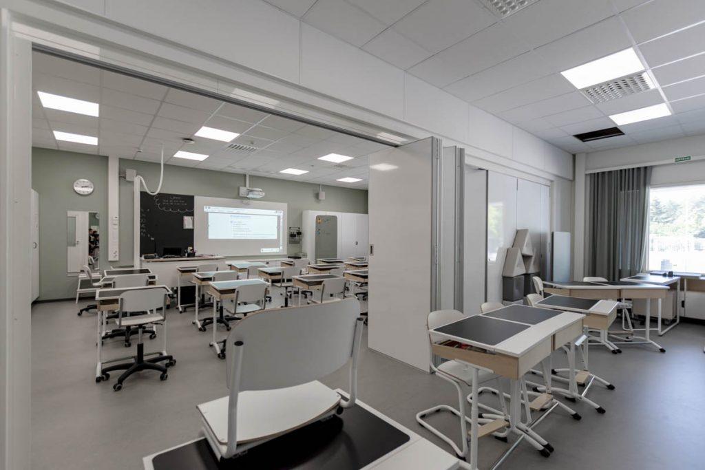 Askolan Monninkylän moduulikoulun laajennettava luokkatila koulurakentaminen moduulirakentaminen.