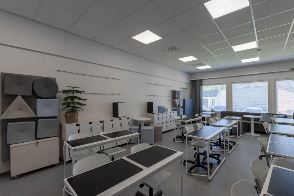 Askolan Monninkylän moduulikoulun luokkatila koulurakentaminen moduulirakentaminen.