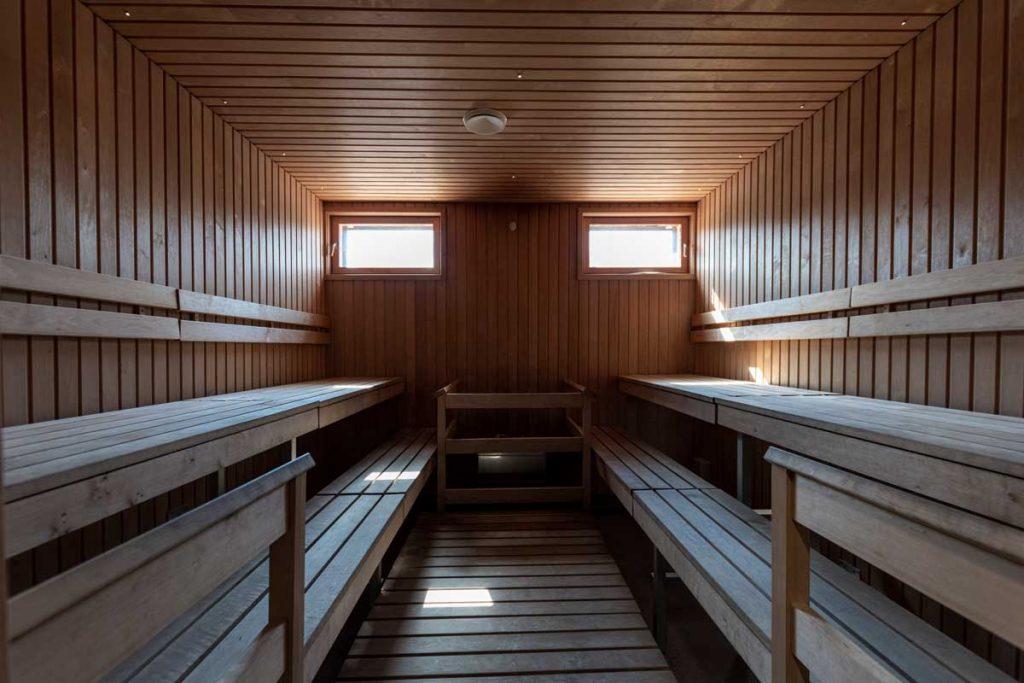 Toimitilarakentaminen moduulirakennus Yrityksen sosiaalitilarakennuksen sauna.
