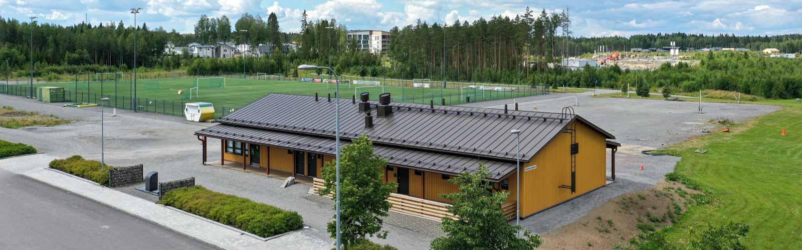 Tampereen Vuoreksen urheilupuiston huoltorakennus moduulirakennus toimitilarakentaminen.